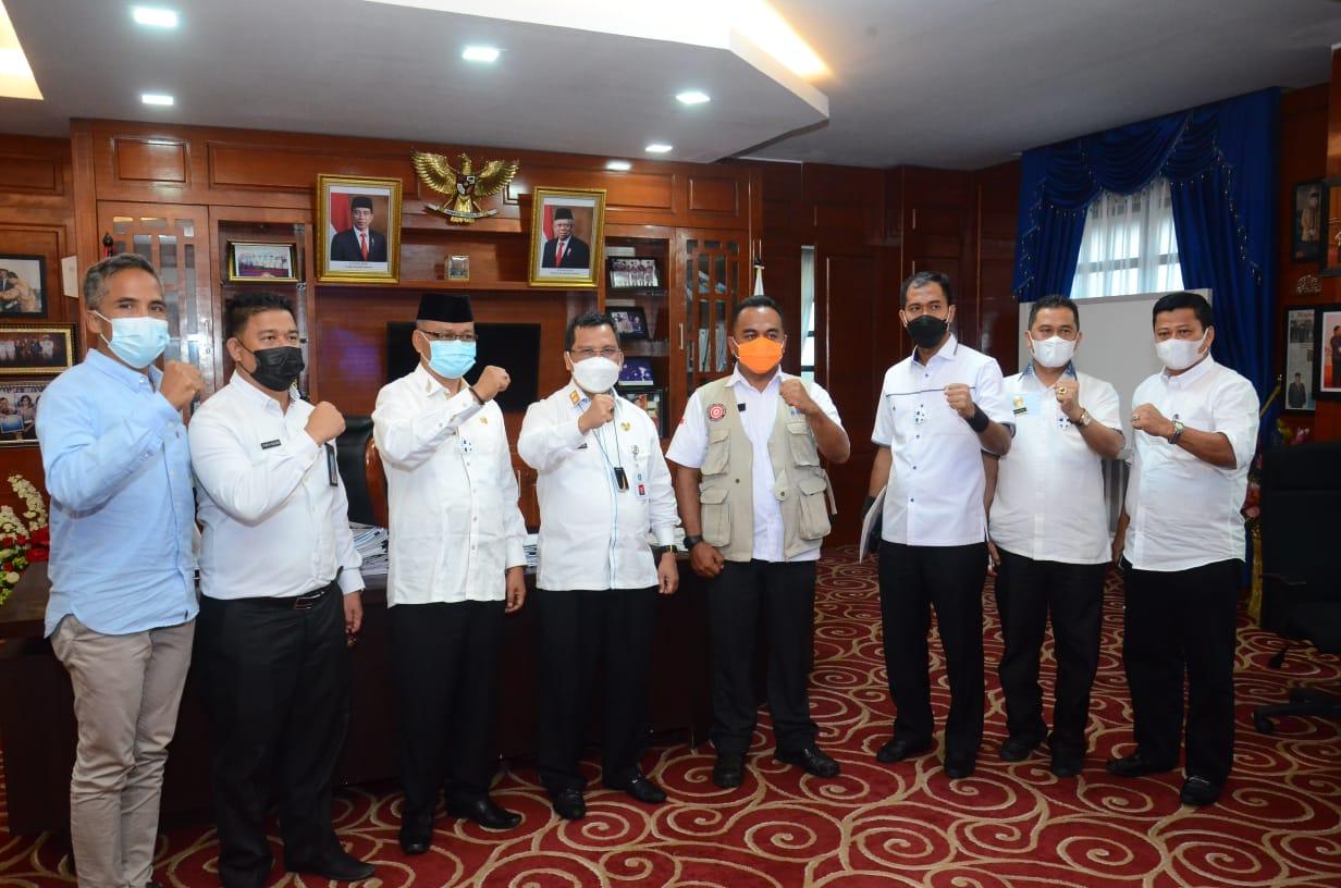 Plh.Gubernur Kepri Arif Fadillah Serahkan (SK)Plh.Bupati lingga kepada Syamsudi