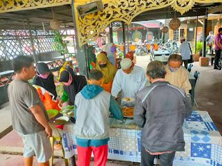 Satreskrim Polres Kampar Hari ini Bagikan Sembako dan Makan Siang Gratis Untuk Warga Jum,at