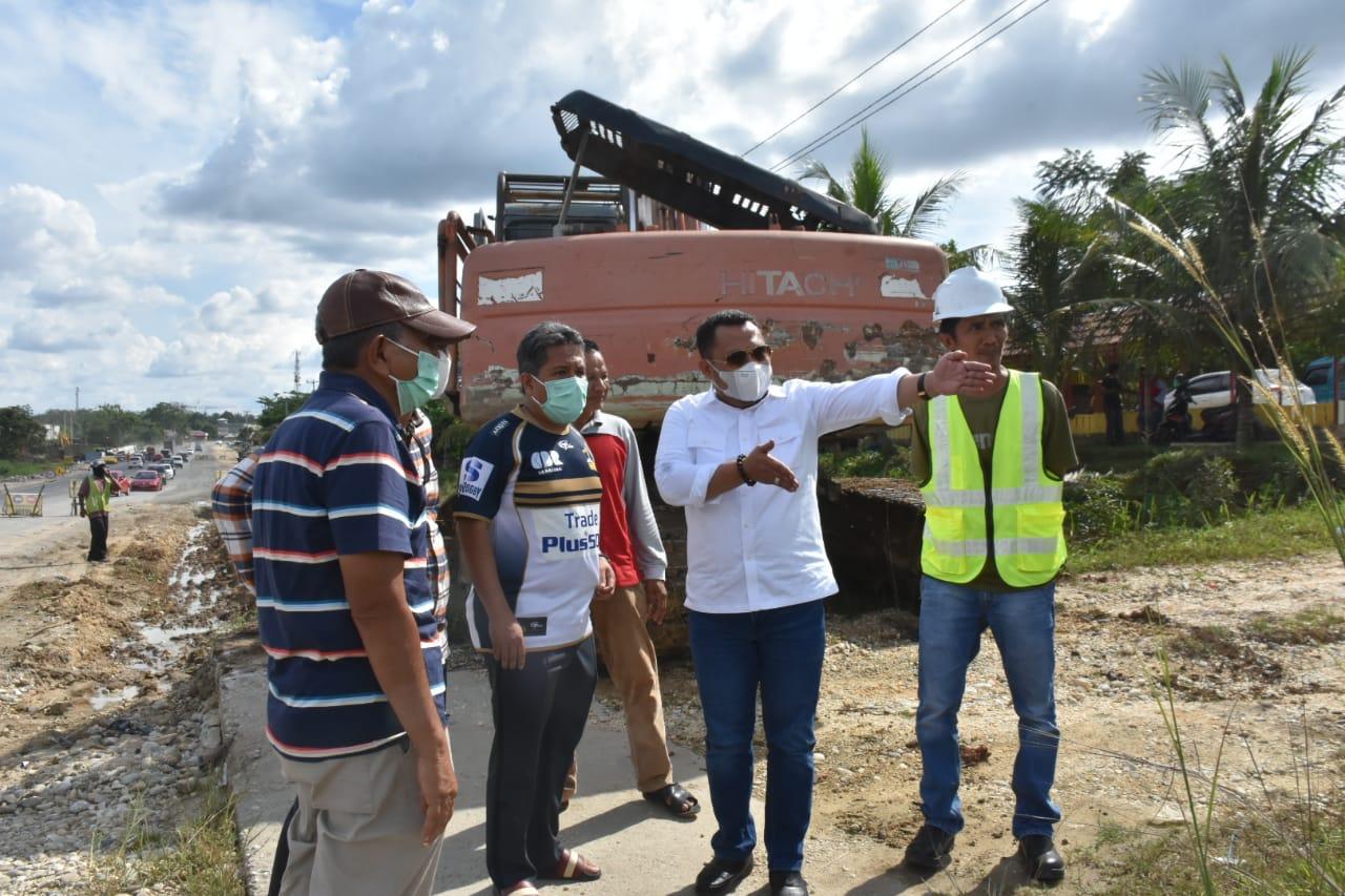 Bupati Kampar Tinjau Lahan Jalan Dua Jalur di Kualu Nenas Kecamatan Tambang Minggu,27 Juni 2021
