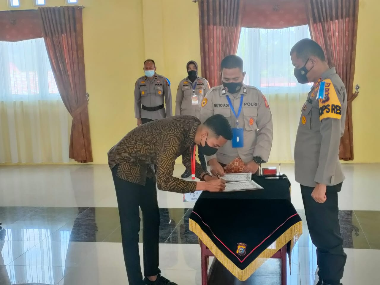 Panitia dan Peserta Seleksi Calon Anggota Polri T.A 2021 di Polres Kampar Tandatangani Pakta Integri
