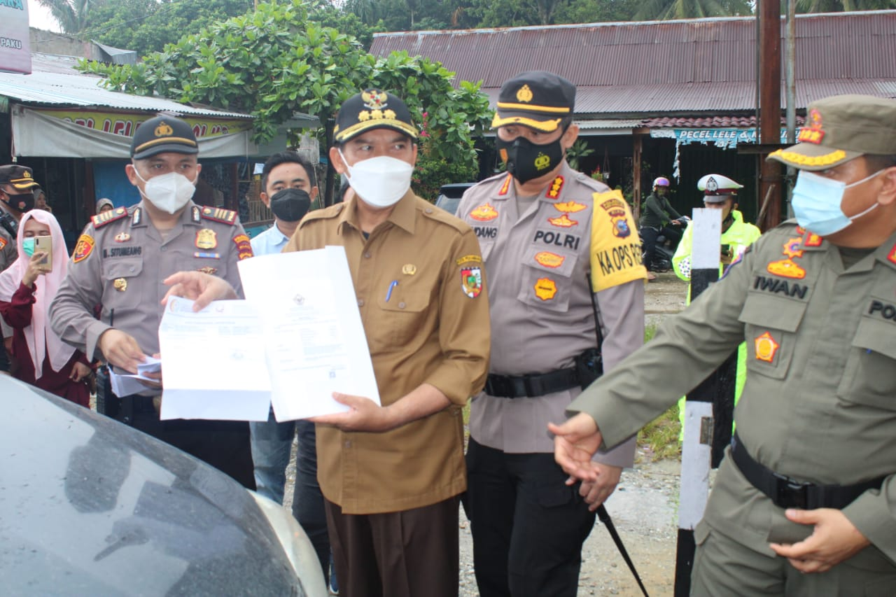 Kapolresta beserta Forkopimda Kota Pekanbaru Memastikan Pelaksanaan Penyekatan Mudik di Perbatasan