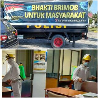 Program Bhakti Brimob Giat Penyemprotan Disinfektan di Lingkungan Dprd Riau