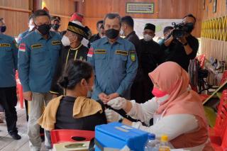 Gelar Vaksin Kemerdekaan,Polda Riau Layani Masyarakat Pedalaman Tak Miliki NIK