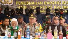 Polda Banten Musnahkan Ribuan Botol MIras