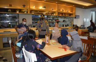 Hari Kedua Libur Nasional,Kapolresta Kembali Kunjungi Pusat Perbelanjaan di Kota Pekanbaru