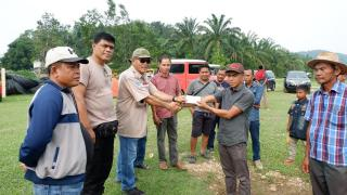 Desa Binaan Diterpa Bencana Banjir,TLCI #2 Riau Droping Bansos Dan Gerakkan Perekonomian Warga