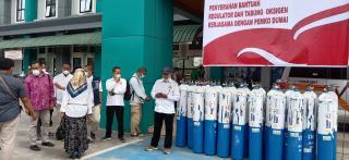 Zulfan Ismaini Kadin Dumai Berikan Bantuan 30 Tabung Oksigen kepada Pemerintah Kota Dumai