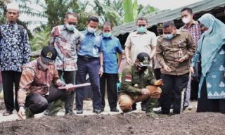Bupati Kampar Bersama Anggota DPR RI Lakukan Pengecoran Perdana Pembangunan Lumbung Pangan Masyaraka