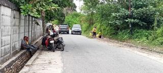 Pasukan Kuning Dinas PUPR Pekanbaru Bersihkan Bahu Jalan dan Normalisasi Parit
