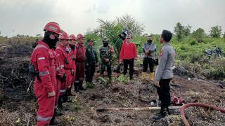 Temukan Titik Api, Kapolsek Tambang Langsung Koordinir Anggota Lakukan Pemadaman
