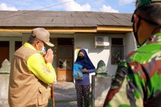 Bupati siak Kunjungi Warga Isolasi Mandiri di Kampung Tualang SIAK