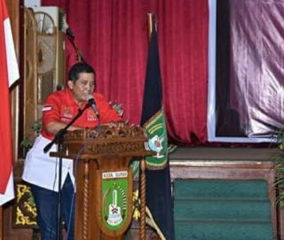 Suntik Vaksin Ketua DPD PWRI Riau Bersedia di Suntik Oleh Satgas Covid-19 Riau