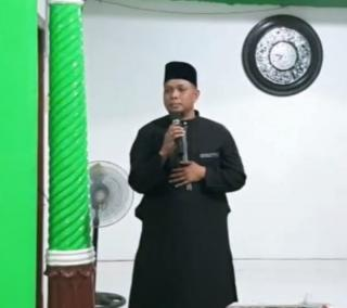 Program Berbagi Sejuta Paket Perlengkapan Alat Sholat Oleh Ketum DPP Golkar Se - Kepri