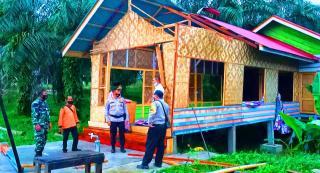 Puting Beliung Porak-porandakan Atap Rumah Warga, TNI POLRI Bersama BPBD Rohul Turun