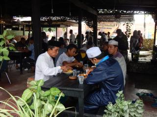 Jumat Barokah Satreskrim Polres Kampar Hari ini,Sediakan Makan Siang untuk Anak Yatim dan Dhuafa