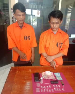 Polsek Tapung Tangkap 2 Pelaku Narkoba Dengan BB 16 Paket Shabu Siap Edar