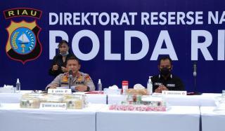 Ungkap Tiga Jaringan Dengan BB 24,4 KG Sabu, 6 Pelaku Dibekuk.Kapolda Riau Ajak Masyarakat Miliki Ke