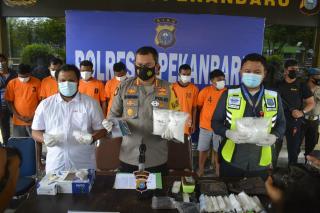 Satres Narkoba Polresta Gulung 8 Tersangka Sindikat Narkoba Jaringan Malaysia,Empat Kg Sabu Disita