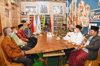 DPW PKS Riau Silaturahmi ke Santri Tani Nahdatul Ulama RA Kopi Aren