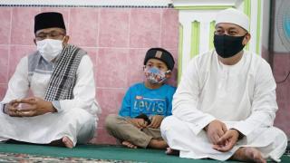 Safari Ramadhan ,Bupati Lingga Dan Ketua TP-PKK Serahkan Bantuan